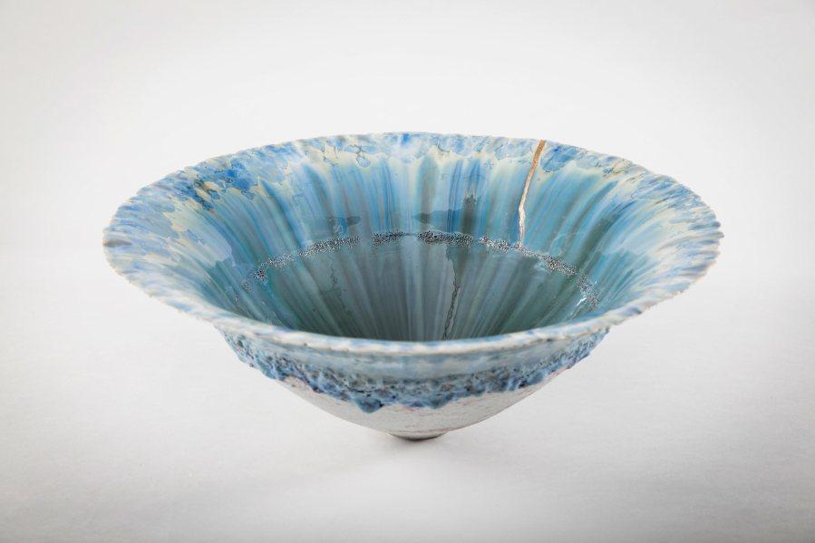 Crystal bowl with Kintzugi